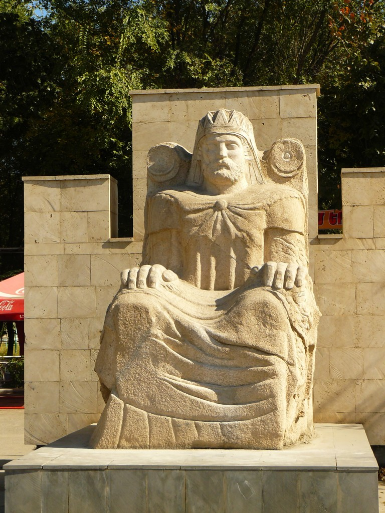 Artachat - statue du roi Ardaches